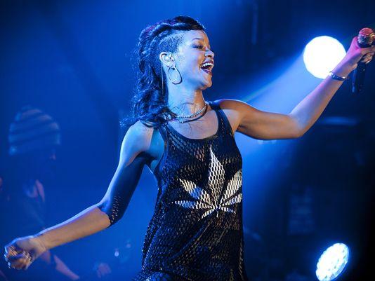 Rihanna showing 420 Luv