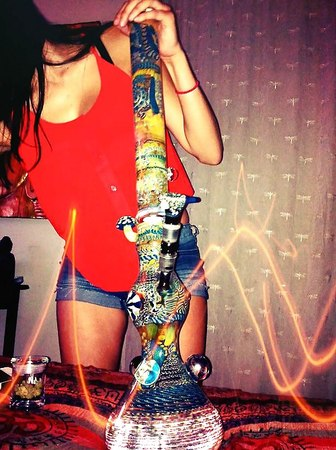Girls Who Smoke